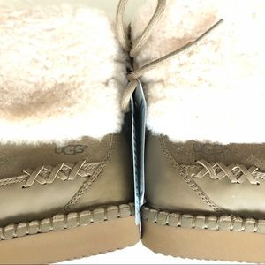 Size 7 woman's  New UGGS